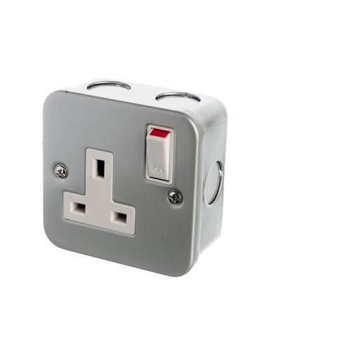 Powermaster  Metal Switched Socket - 13 Amp 1 Gang